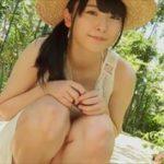 藤井澪グラビア動画 麦わら美巨乳少女がビキニで濡れるグリーンガーデン