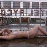 大澤玲美グラビア動画 廃墟ビルの屋上で魅せるスレンダーなエロボディ