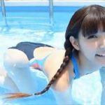 彩川ひなのグラビア動画 ハイレグ競泳水着のエロかわ三つ編み女子