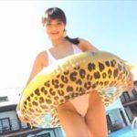 片岡沙耶グラビア動画 屋外プールではしゃぐワンピ水着の美おっぱい女子