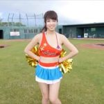 犬童美乃梨グラビア動画 チアガールが踊った後に魅せる星柄ビキニおっぱい