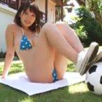 久松かおりグラビア動画 サッカーボールで遊ぶコインドット柄ビキニ女子
