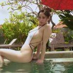 野田彩加グラビア動画 ハイレグ白ワンピ水着で魅せる辛抱たまらない極上ボディ
