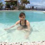 杉原杏璃グラビア動画 大自然に溶け込むような屋外プールで魅せる極上ボディ