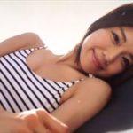 藤木由貴グラビア動画 ボーダー柄のワンピース水着で魅せる美しいボディライン