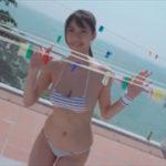 鈴木ふみ奈グラビア動画 物干しロープにおっぱいをのせボインボイン揺らす!!