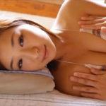 佐山彩香グラビア動画 ぷるぷるな美ヒップ&美バストのニットビキニ女子