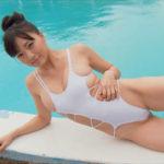 平塚奈菜グラビア動画 お団子ヘア&巨乳女子がプールで魅せるGカップボディ