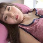 佐々木萌香グラビア動画 悪戯されるミニ丈タンクトップ&ショーツの睡眠女子