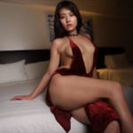徳江かなグラビア動画 ノーブラ&ショーツで着た赤ドレスで放つ誘惑ビーム