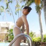 小日向結衣グラビア動画 ホルターネックのハイレグワンピ水着の美脚美女