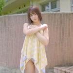 真奈グラビア動画 濡れたワンピ水着をエッチな感じで脱いでしまう・・