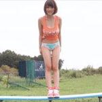 岸明日香グラビア動画 タンクトップ&ハーフバックショーツの美乳ボディ