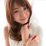 中村静香グラビア動画 タンクトップ&ショーツで魅せるぷるぷるな美乳ボディ