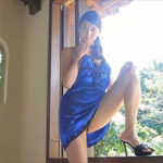 橋本マナミグラビア動画 ノーブラ&黒ショーツ&バックレス青ドレスの濃艶美女